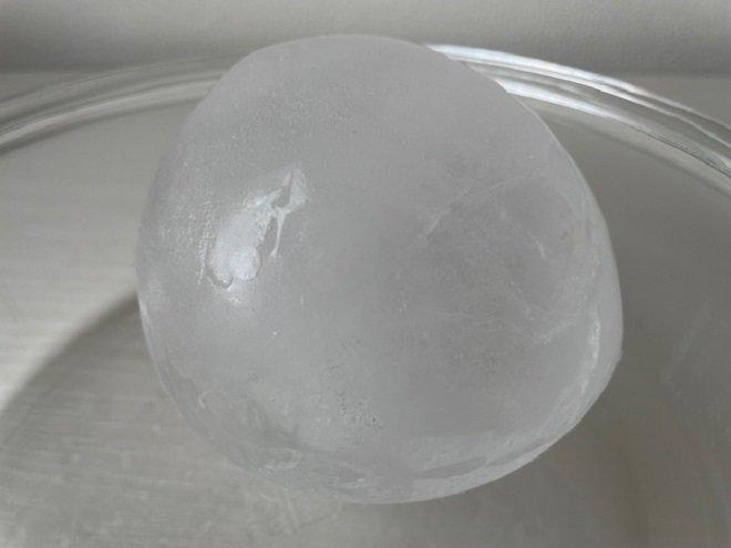 ボウルに入れた氷